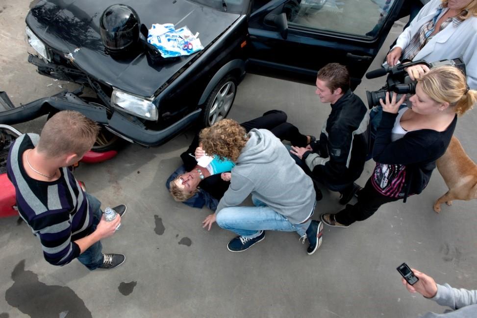 First aid for a pedestrian struck